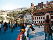 öffnungszeiten Weihnachtsmarkt Heidelberg.Eislaufen Auf Dem Heidelberger Weihnachtsmarkt Familienkultour