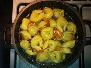 Bunte Suppe mit Tortellini