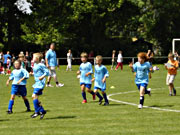 Kinder auf dem Fußballfeld
