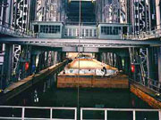 Mit dem Boot im Schiffshebewerk