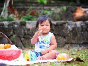 Kind beim Picknick