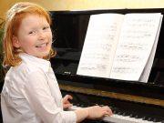 Ab wann Klavier spielen lernen