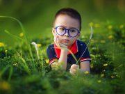 Kontaktlinsen oder Brille für Kinder